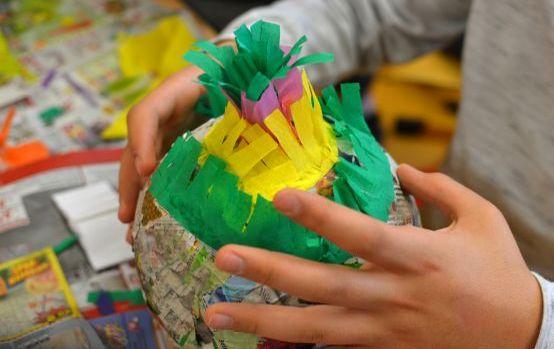 Bunte Piñata für Fasching basteln