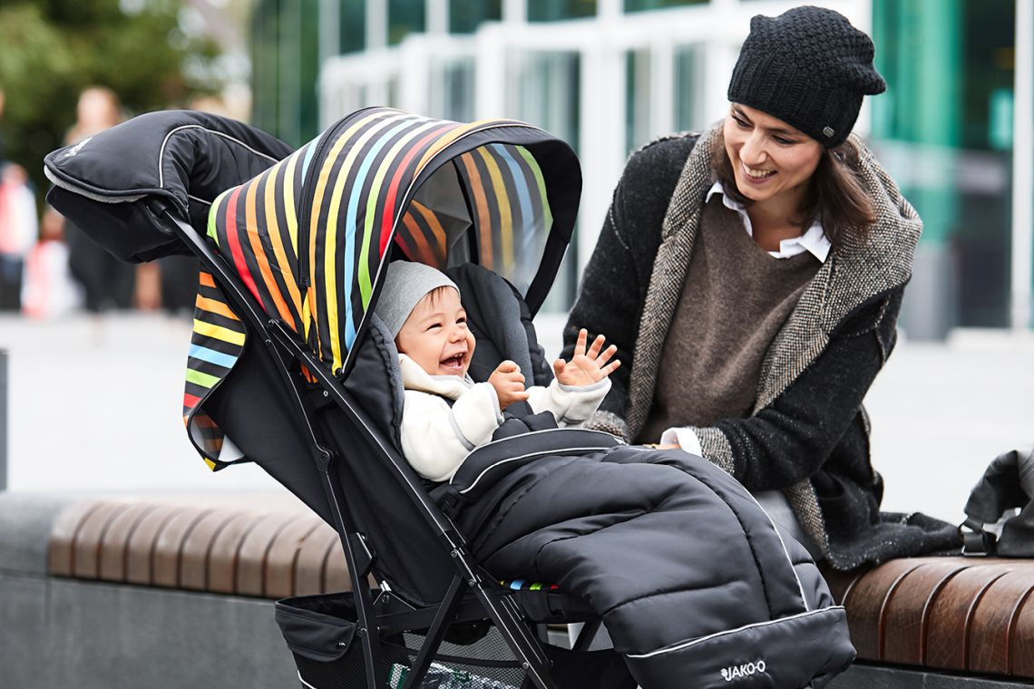 Babys im Frühling richtig anziehen: Buggy oder Kinderwagen