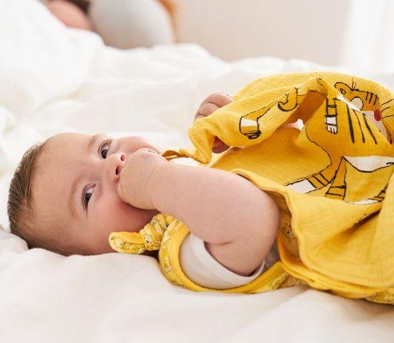 Babys im Frühling richtig anziehen: Gut gekleidet in der Nacht