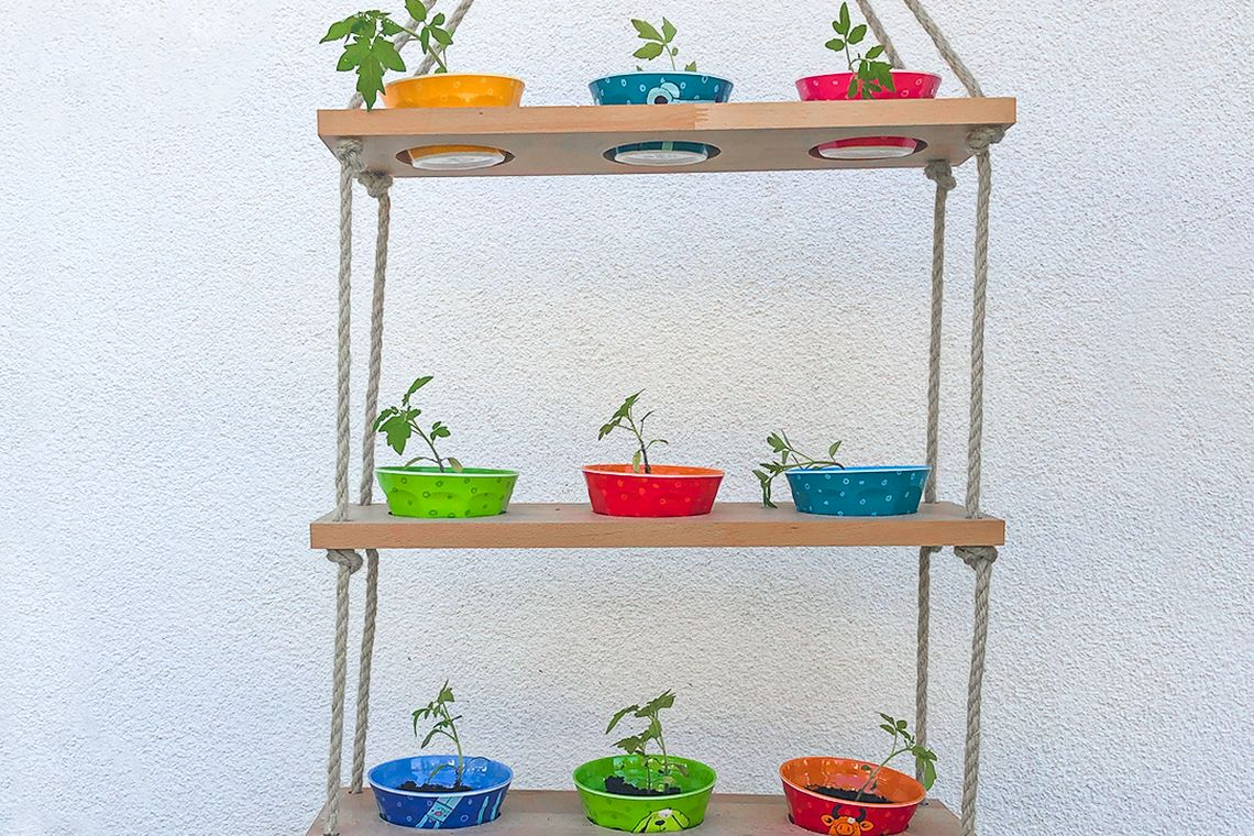 Gärtnern mit Kindern: DIY-Hängeregal