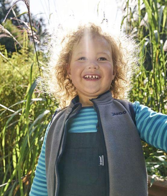 Garten-Ideen: Kind hilft bei der Gartenarbeit