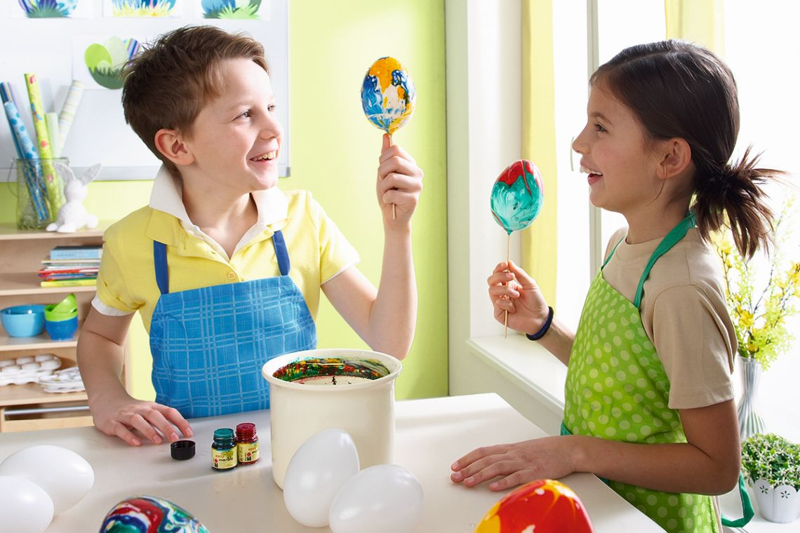 Ostern mit Kindern: Ostereier färben