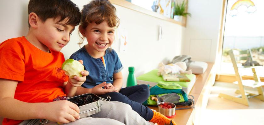 eingewoehung-kita-kindergartenkinder-essen-gemeinsam.jpg